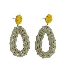 Zand/Beige kleurige oorbellen met ovale hanger van natural