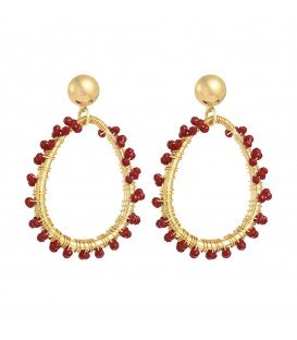 Stylish rode oorbellen met kleine kraaltjes van glas