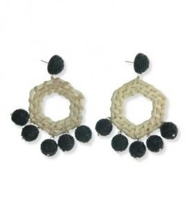 Creme oorbellen van stro met 5 zwarte bollen van glas kralen