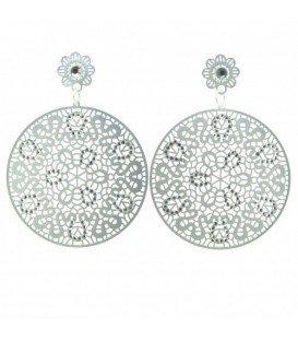 Zilverkleurige oorbellen met een mooie hanger met steentjes