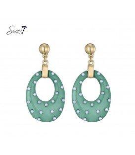 oorbellen met ovale groene hanger en kleine pareltjes