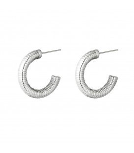 zilverkleurige ronde oorbellen met ribbelmotief