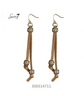 leuke oorbellen met 2 bruine strengen en goudkleurige kralen