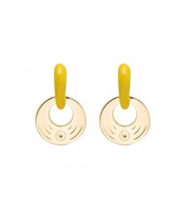 goudkleurige oorhangers met een geel oorstukje