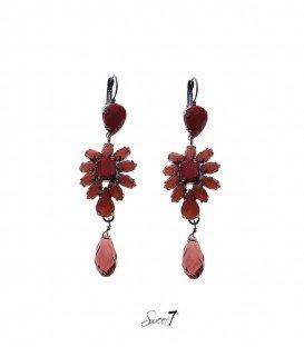 mooie rode oorhangers met strass stenen en kraal