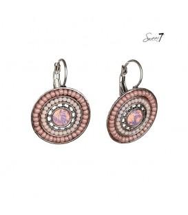 roze oorbellen met kraaltjes en strass steentje.
