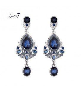 blauwe oorhangers met een ovale hanger en leuke details