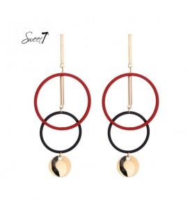 rood met goudkleurige oorhangers met 2 cirkels en bedel