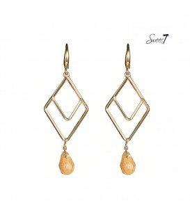 goudkleurige oorhangers met een dubbele ruitvormige hanger en kraal