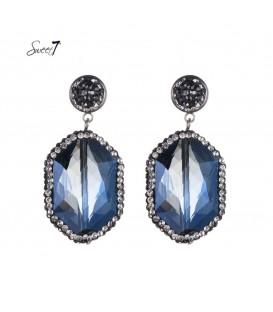 blauwe oorhangers met een mooie steen en s kleine steentjes rondom