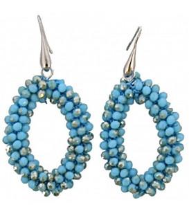 licht blauw gekleurde oorhangers van glaskralen