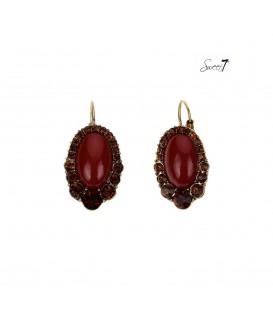 rode ovale oorhangers met strass steentjes rond de hanger